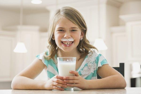 Bổ sung sữa cho trẻ thấp còi là việc cần thiết